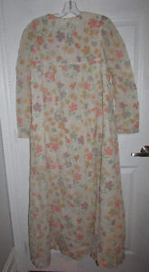 VINTAGE Flocked Floral Lined Long Nightgown Gatineau Ottawa / Gatineau Area image 5