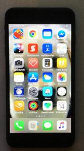 iPhone 7 Plus, 32 G avec 2 étuis, et déverrouillé.