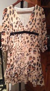 Low cut Leopard dress size 4/6 Gatineau Ottawa / Gatineau Area image 1