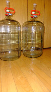 Wine 6 Gallon 23 Litre Glass Carboy Airlock & Stoppers and Handl