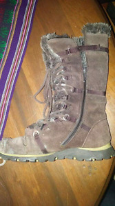 Woman's boots size 9