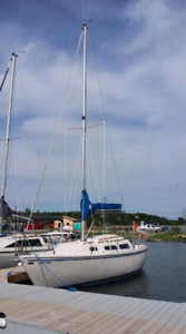 1982 Catalina 25 swing keel with tandem trailer