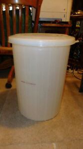 Wine Beer 50 Liter Fermentor With Lid $20.00 Excellent Condition