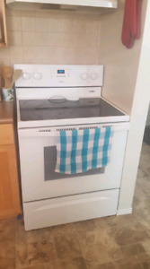 open to offers - Whirlpool 5.3 Electric Range with steam clean