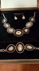 Set of jewelleries