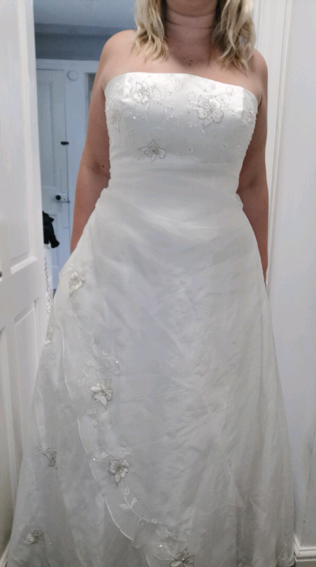 9195191b5 Wedding dress size 18/20 | in Gillingham, Kent | Gumtree