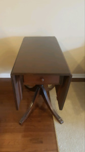 Duncan Phyfe style drop leaf antique table