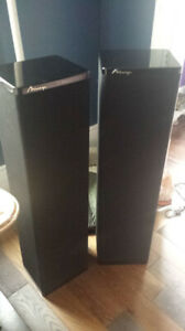 Mirage M-590i Floor Standing Speakers (Incredible sound)