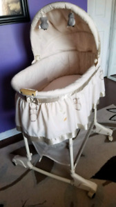 Bily Baby Bassinet - like new from smoke free home