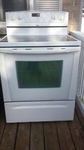 Glass top excellent working condition electric stove super clean