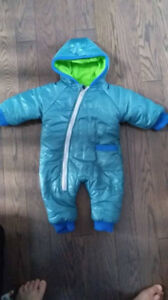 Thick fleece snowsuit. 6-12 months. EUC.