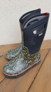 BOGS Youth Winter Boots Size 5