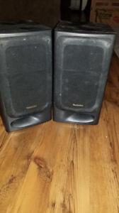 2 haut-parleurs (2x100W)