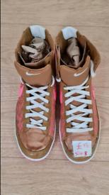 Nike women brown pink size 8 canvas