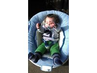 baby bouncer plays msic and vibrates