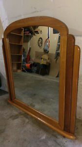 SOLID WOOD MIRROR GOOD CONDITION ASKING $10.00 CALL 519-502-137