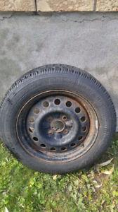 4 pneus HIVER r15/185/65 Goodyear avec les jantes INCLUS