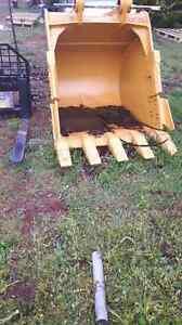 Excavator and backhoe buckets  (NEW)