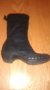 Black leather boots by Merrell in size 8