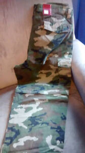 Brand new with tags! Men's Camo cargo pants 40x32.!!