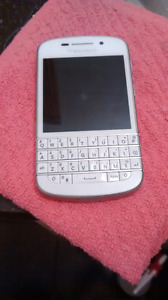 White blackberry q10 for sale with rogers
