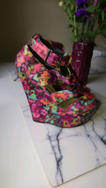 Floral wedges size 5