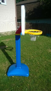 BACKYARD TOYS: picnic table, basketball net, bike with training West Island Greater Montréal image 2