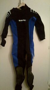 Scuba Max wetsuite and fins