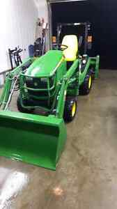 John deer 1025R. ONLY 70 hours. MINT CONDITION