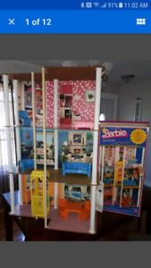 1977 Vintage Barbie Towhouse 100% Complete with Box