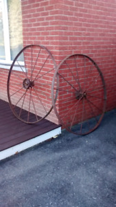 Antique wagon wheels and tractor seats
