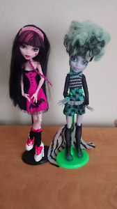 Lot 2 monster high doll Draculaura et freak du chic twyla