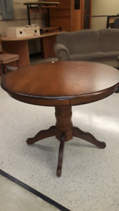 Round Dinette Pedestal Table