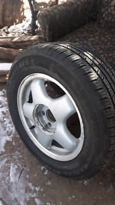 Selling a pair of 225/60 r16  $100