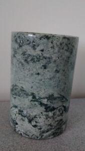 Vase/pot en pierre (granite ou marbre) 7'' x 5''