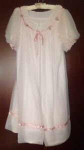 VINTAGE CAHILL OF MONTREAL ROSES PEIGNOIR LINGERIE NIGHTGOWN SET