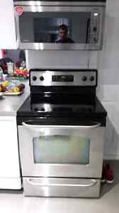 GE electric stove in excellent condition