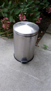 stainless steel pedal garbage can