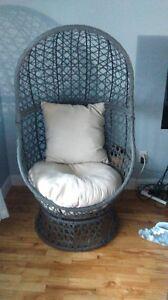chaise en forme de cocon