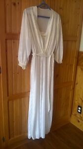 Ladies 2 Piece Nightgown and Housecoat