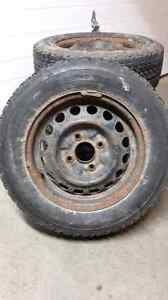For sale set of 4 tires 185/65R14