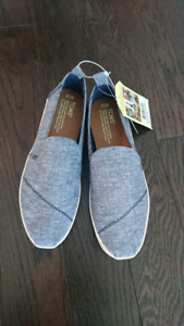 TOMS women's shoes size 7.5 brand new