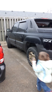 2005 chevy avalanche runs great great shape