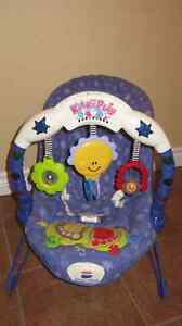 "Siège vibrant/musical ""Kick & Play Bouncer Baby"" (Fisher Price)"