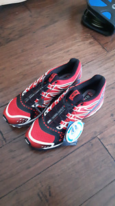Never worn Salomon xr crossmax 10.5