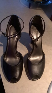Size 7.5 ladies naturalizer shoes black...Great condition  $15