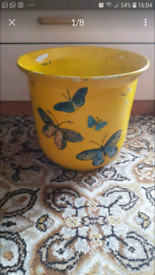 Pottery pot in good condition condition is used collect from Norris
