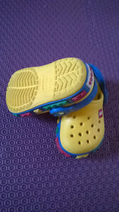 Crocs Lego taille 4-5