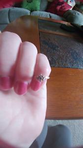 Ladies Emerald ring