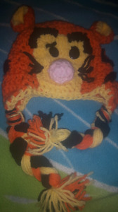 Adorable Newborn to 3 months Tigger hat and mitts $15